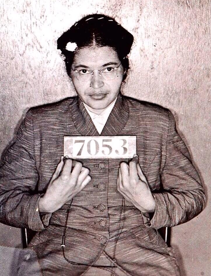 Here is Rosa Parks, arrested after refusal to surrender bus seat to white passenger, today 1955: #NARA pic.twitter.com/pUolFAn6Xb